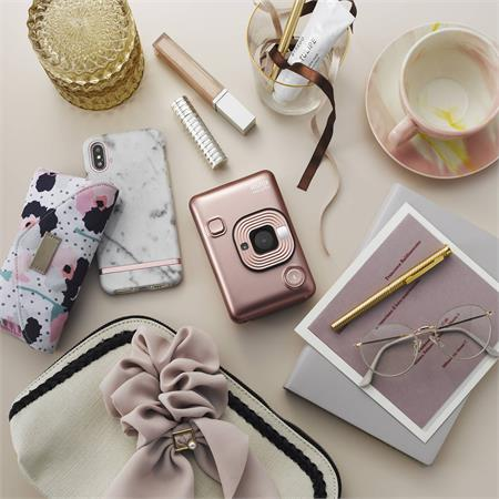 instax-mini-liplay-blush-gold8.jpg